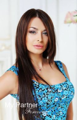 Dating Site to Meet Pretty Ukrainian Woman Darina from Kiev, Ukraine