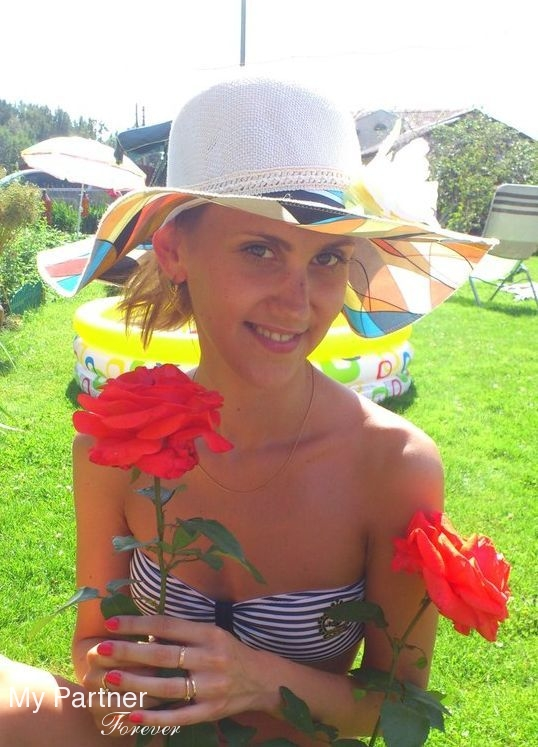 Dating Service to Meet Gorgeous Russian Woman Irina from Pskov, Russia