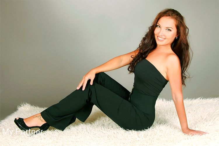 Dating with Pretty Ukrainian Woman Larisa from Sumy, Ukraine